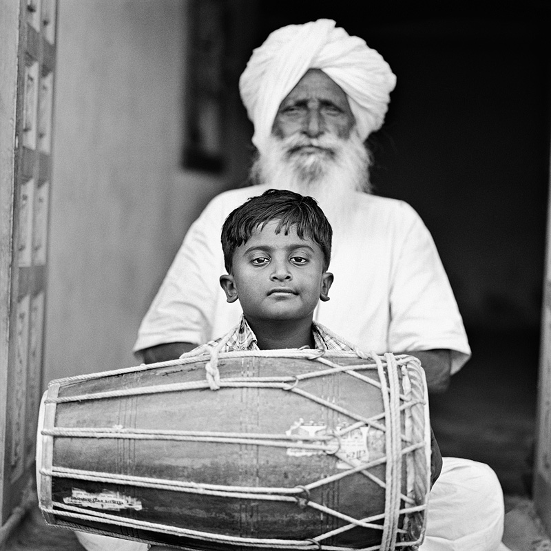 © Christine Turnauer – Naghe Khan and his great-grandson, India, 2015