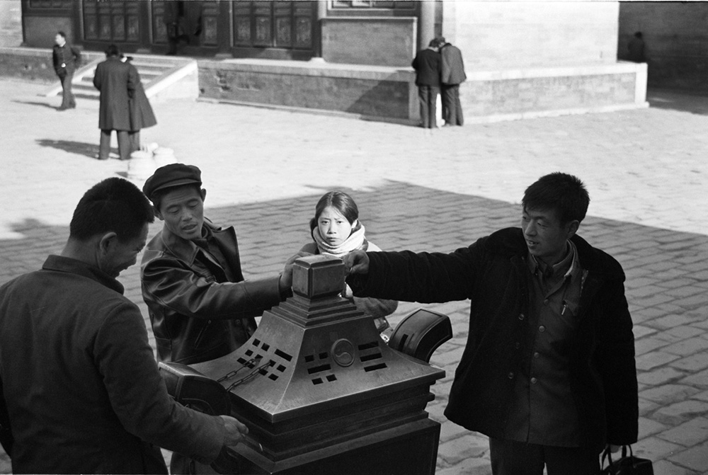 @ Christine de Grancy – China 1984-1986, Visitors at the Temple of Heaven Beijing, China 1984